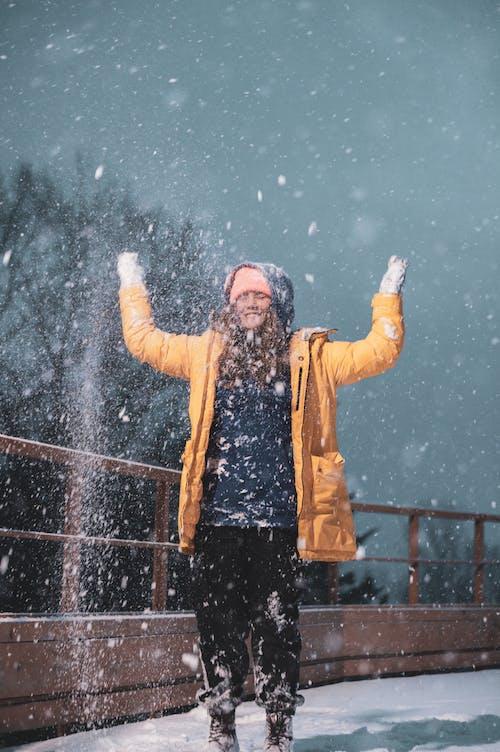 Ilmainen kuvapankkikuva tunnisteilla flunssa, ilo, koju, lumi