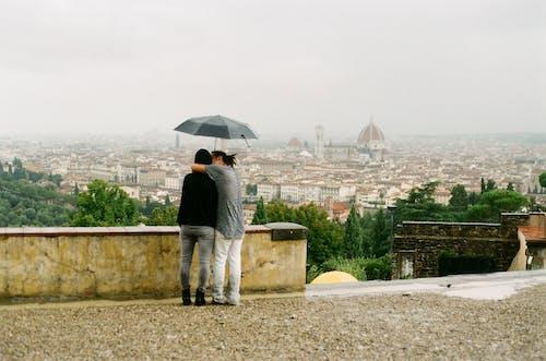 Бесплатное стоковое фото с дождь, зонтик, италия, любовь
