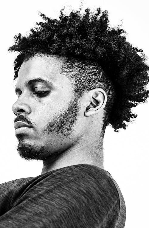 Бесплатное стоковое фото с афро волосы, борода, вид сбоку, модель