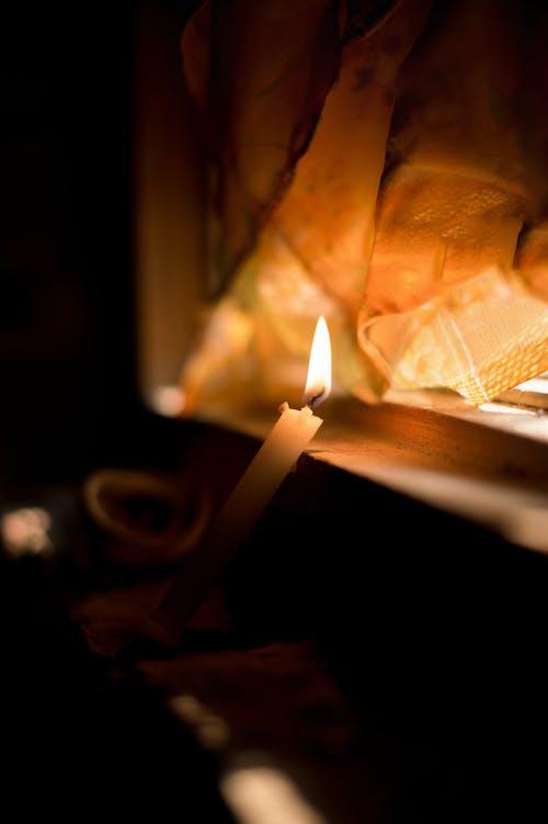 Foto stok gratis api, bokeh, cahaya lilin, kegelapan
