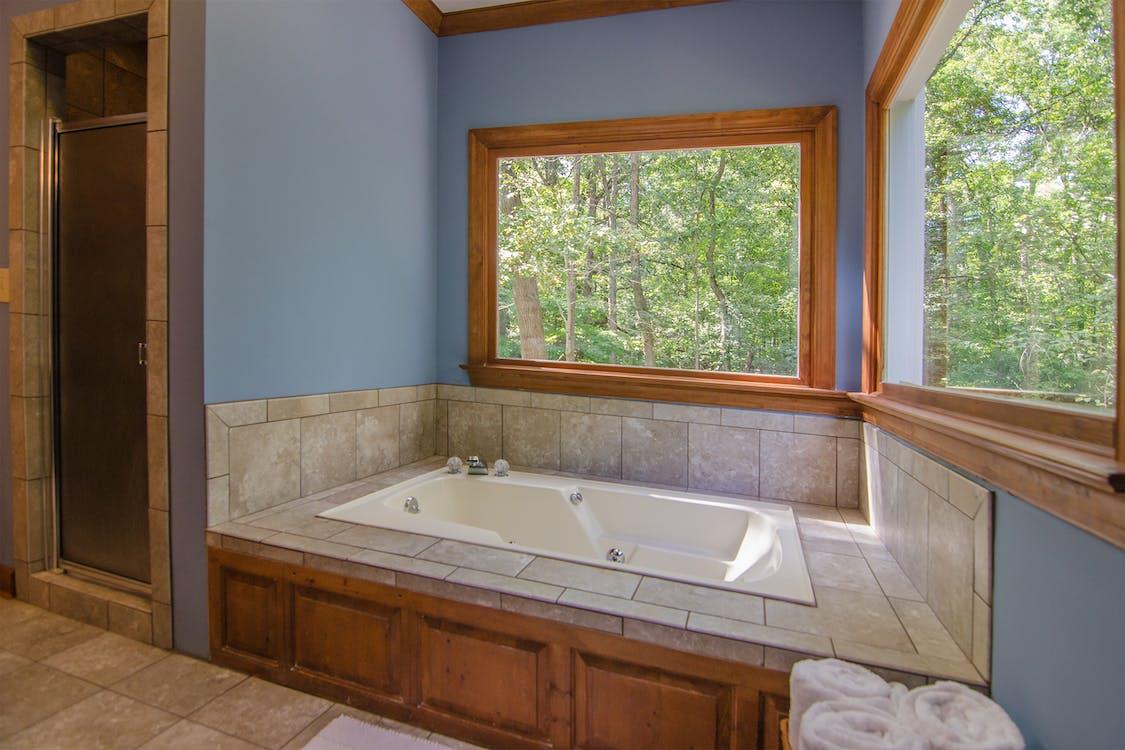 White and Brown Tiled Bathtub