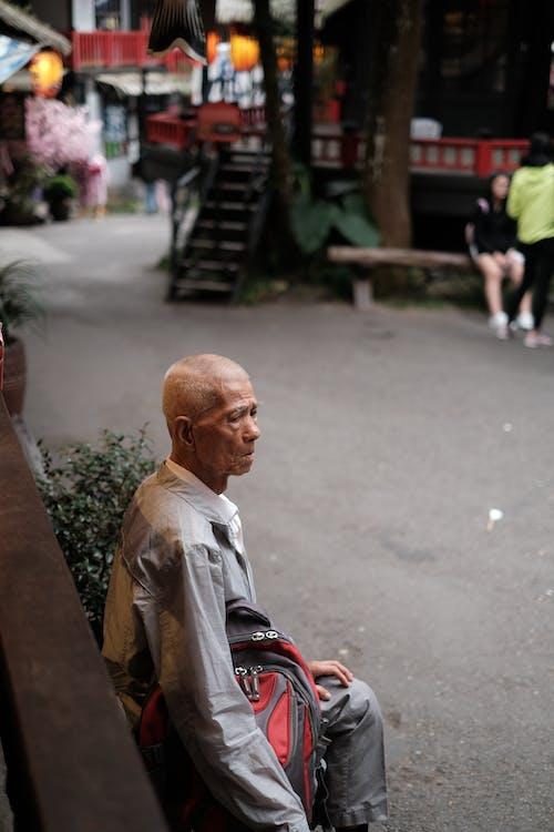 Kostenloses Stock Foto zu allein, alter mann, gucken