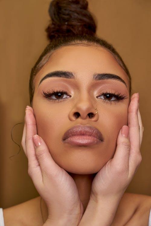 Gratis stockfoto met aantrekkelijk mooi, aantrekkingskracht, fotomodel, gezicht