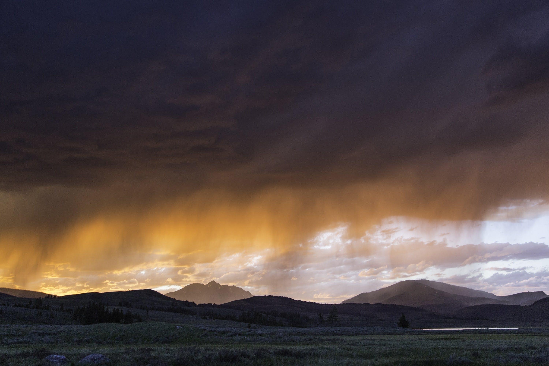 Kostenloses Stock Foto zu berge, bewölkt, dämmerung, dunkle wolken