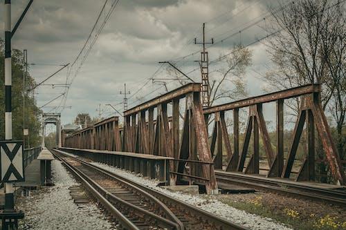 交通系統, 基礎設施, 壞心情, 夏天 的 免費圖庫相片