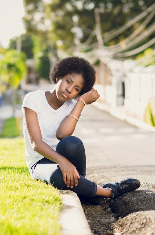 アフロ, 女の子, 女性, 座っているの無料の写真素材