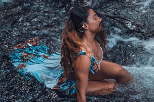 Základová fotografie zdarma na téma brunetka, cestování, focení, fotka zvysokého úhlu