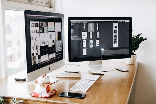 Kostenloses Stock Foto zu apfel, schreibtisch, arbeiten, computer