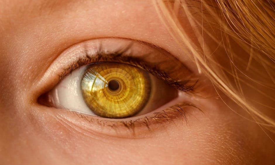 yellow eyes human - photo #42
