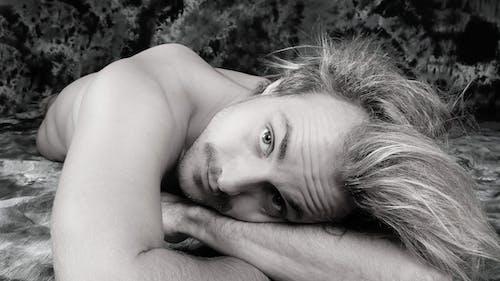 Ingyenes stockfotó álló kép, aranyos, arckép, fekete-fehér témában