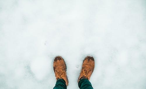 Безкоштовне стокове фото на тему «взуття, засніжений, застуда, зима»