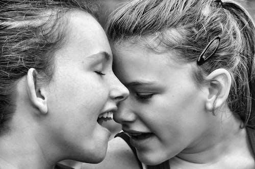 Immagine gratuita di adulto, amore, bellissimo, bianco e nero