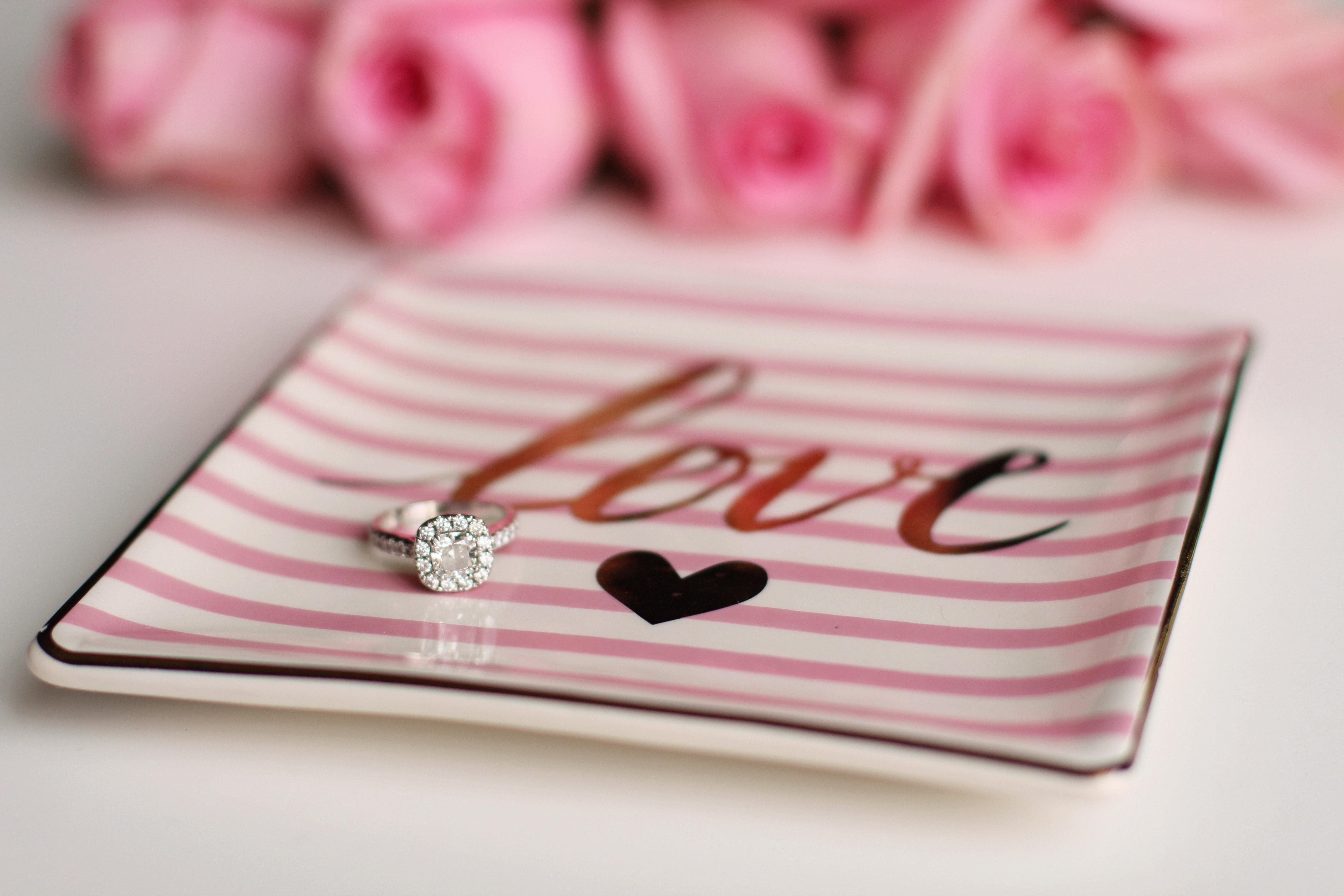 500+ Beautiful Engagement Ring Photos · Pexels · Free Stock Photos