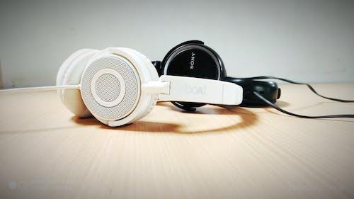 Foto stok gratis headset, hitam, hitam dan putih, kombinasi