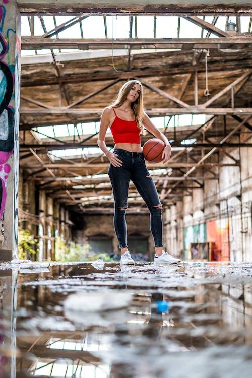 Gratis lagerfoto af basketball, by, fabrik, folk
