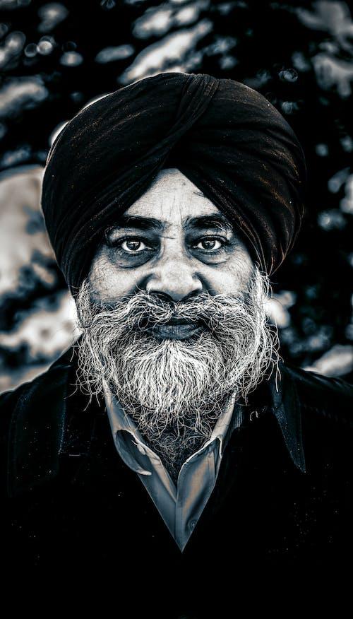 Безкоштовне стокове фото на тему «борода, гарні очі, людина, монохромний»