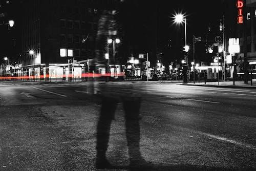 คลังภาพถ่ายฟรี ของ streetphotography, การถ่ายภาพ, การถ่ายภาพขาวดำ, การแสดงออกทางนามธรรม