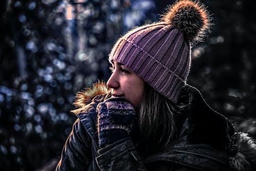 Foto profissional grátis de bonitinho, canadense, casaco, chapéu