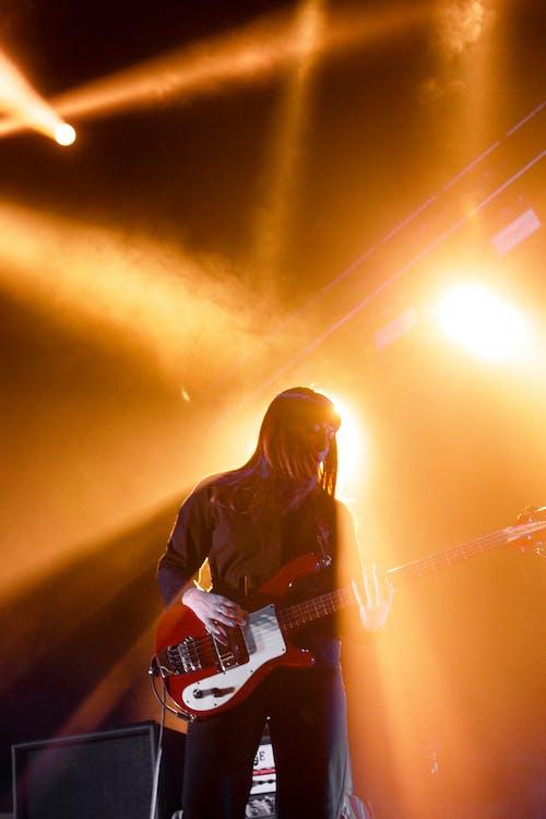 Kostnadsfri bild av elgitarr, fokus, gitarr, gitarrist
