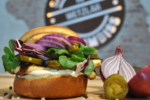 Бесплатное стоковое фото с булочка, бургер, вегетарианский, вкусный