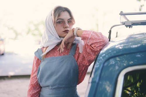 Darmowe zdjęcie z galerii z chustka, dziewczyna, kobieta, moda