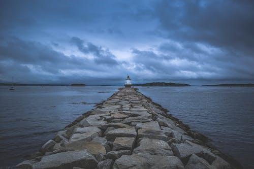 Бесплатное стоковое фото с вечер, вода, закат, маяк