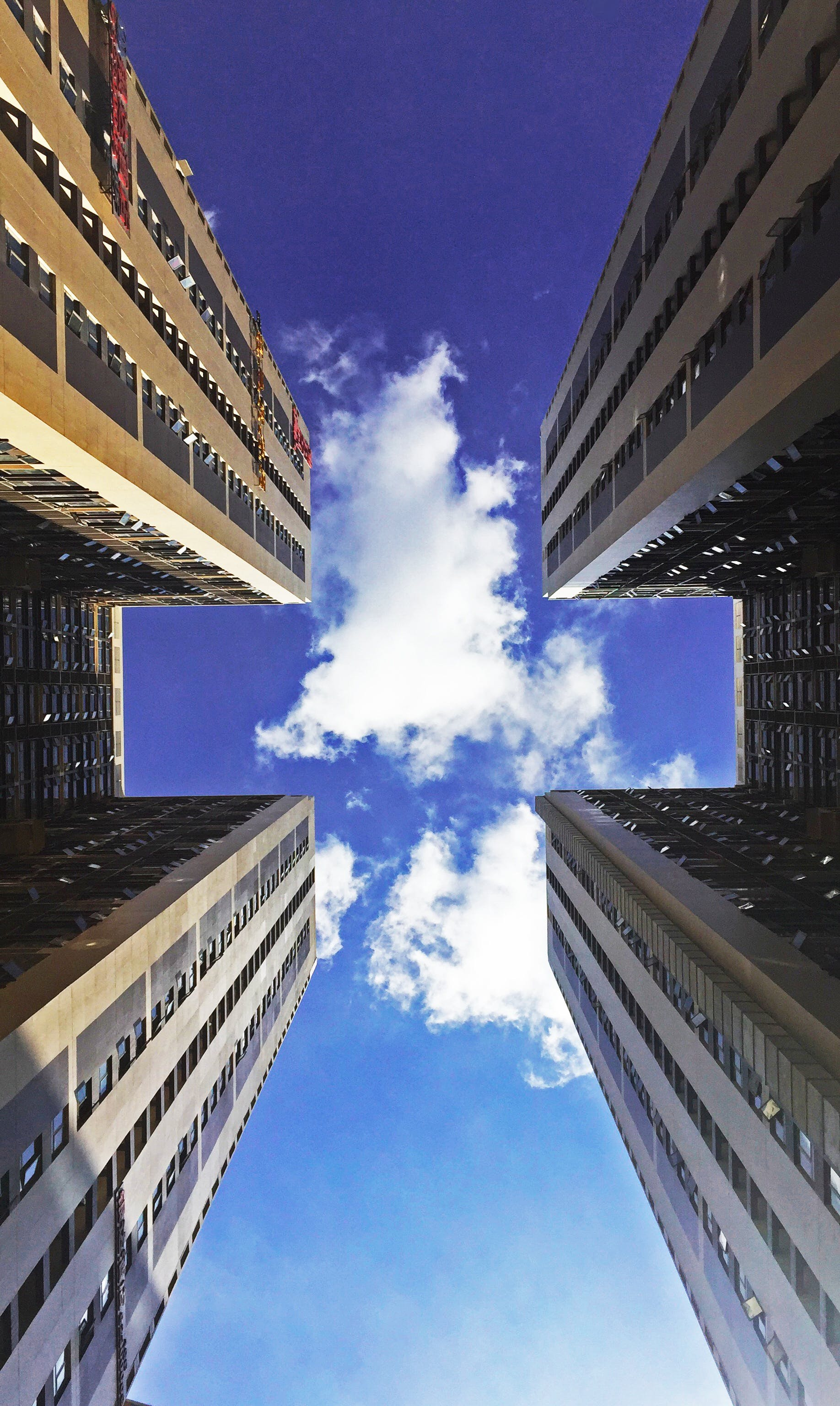 low angle view of skyscraper against cloudy sky  u00b7 free stock photo