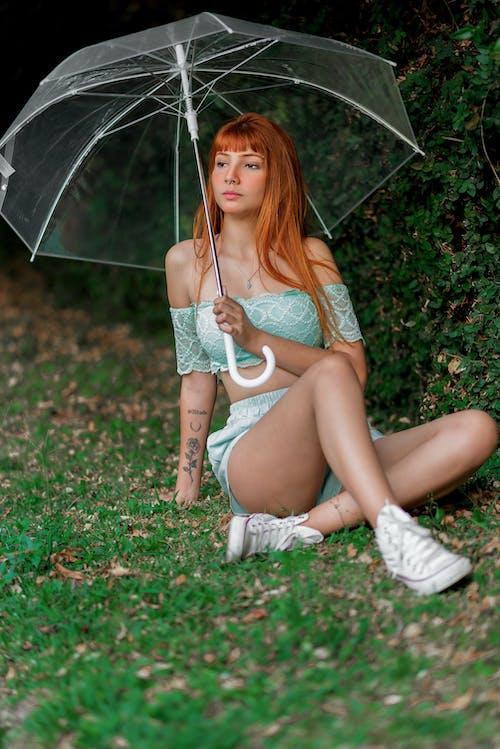 Photos gratuites de fille avec parapluie