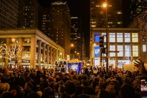 Бесплатное стоковое фото с бмо банк, люди, ночь, огни