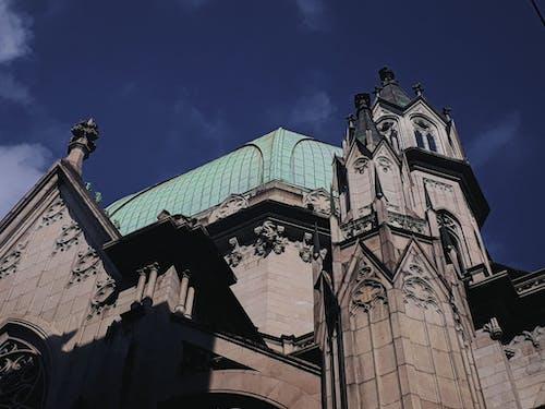 Darmowe zdjęcie z galerii z architektura, budynek, fasada, gotycki