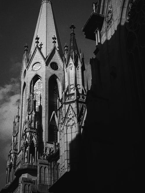 Foto stok gratis Arsitektur, gereja, gotik, hitam & putih