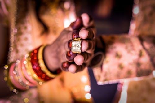 결혼 반지, 금반지, 사진 촬영, 웨딩 액세서리의 무료 스톡 사진