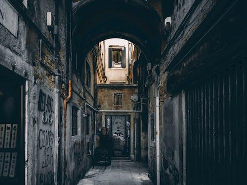 Foto d'estoc gratuïta de a l'aire lliure, arquitectura, carrer, carreró