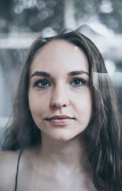 Fotobanka sbezplatnými fotkami na tému bruneta, krásna, krásna žena, krásne oči