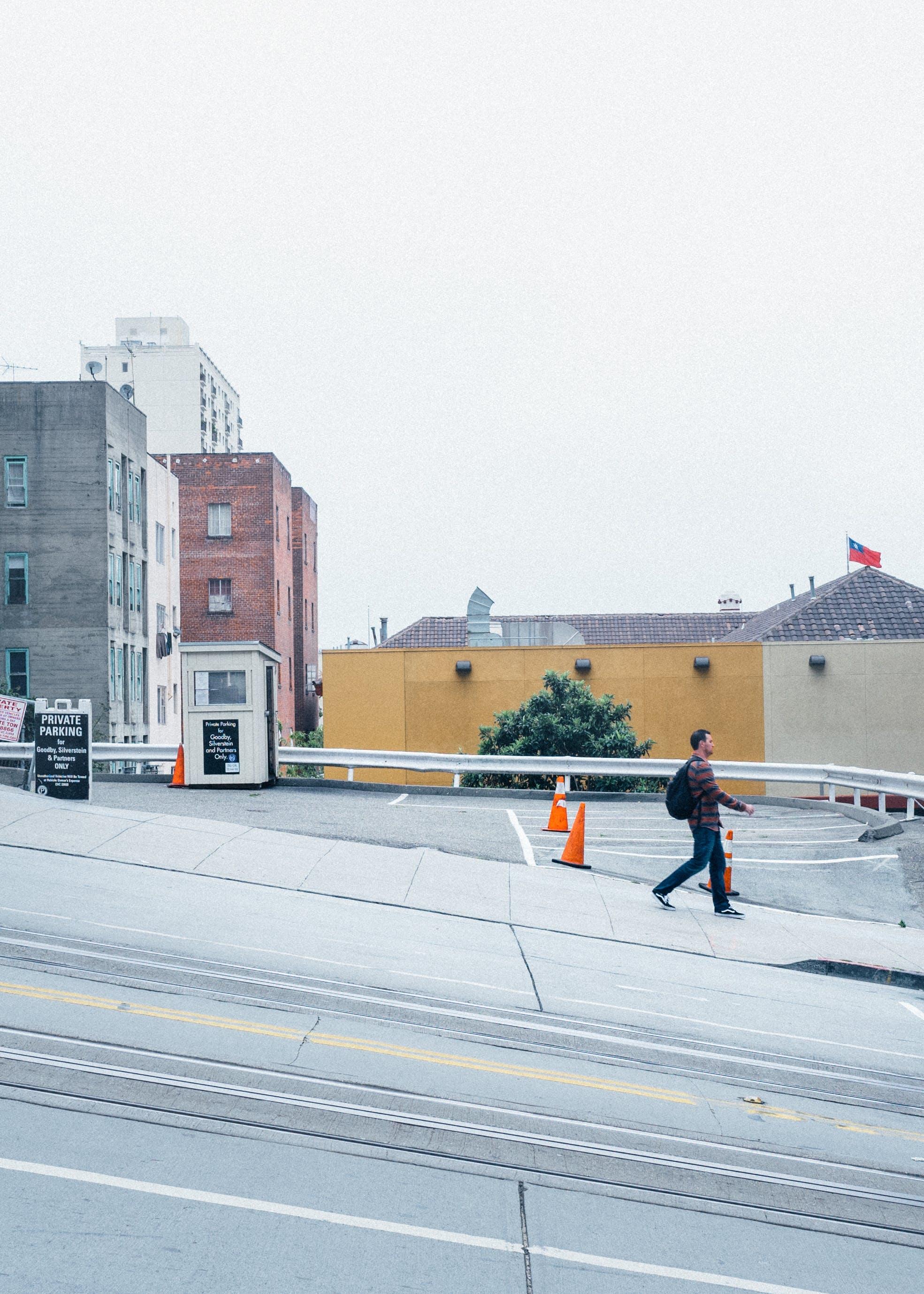 おとこ, シティ, タウン, 建物の無料の写真素材