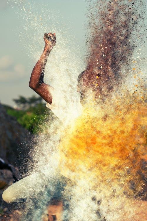 Darmowe zdjęcie z galerii z człowiek, dzień, intensywny kolor, kolorowy