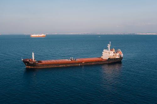 Gratis stockfoto met aan zee, boten, buiten, containerschip