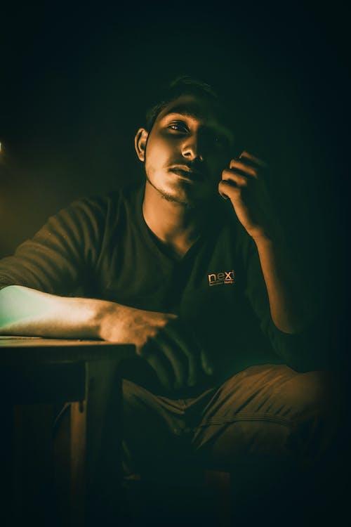 Foto profissional grátis de escuridão, fotografia de luz, luzes elétricas, muzafar