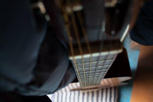 原聲吉他, 散焦, 樂器, 特寫焦點 的 免費圖庫相片