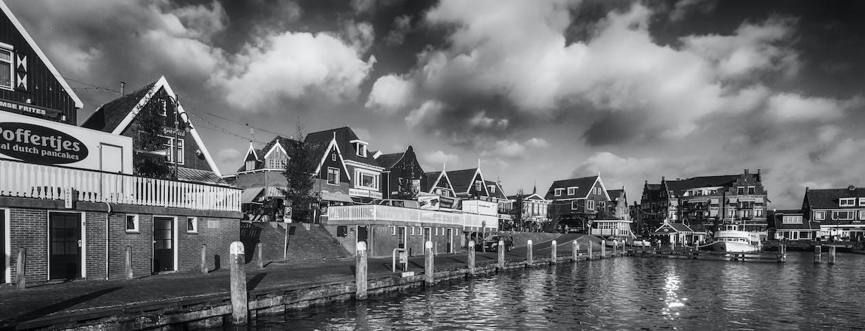 chmury pochmurne, wioska rybacka