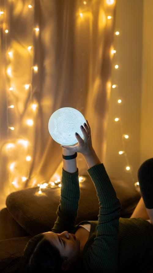ampul dizisi, aydınlatılmış, ışıklar, kapalı mekan içeren Ücretsiz stok fotoğraf