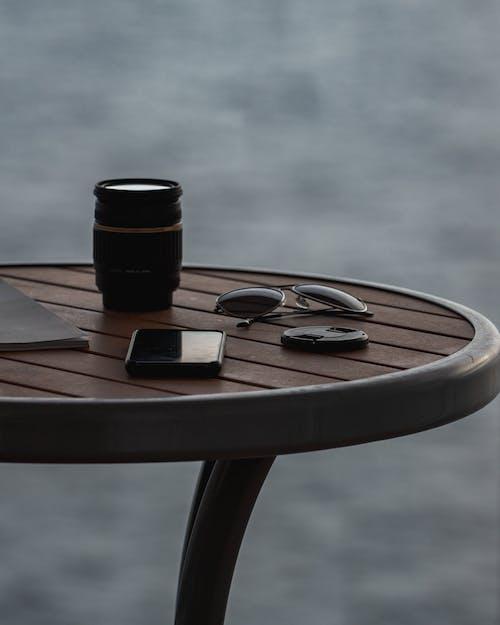 черно коричневый круглый стол