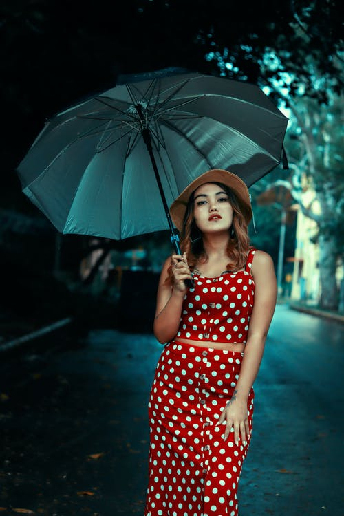 Ingyenes stockfotó álló kép, arckifejezés, divat, esernyő témában
