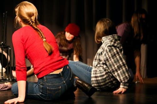 Бесплатное стоковое фото с выступление, молодежь, театр
