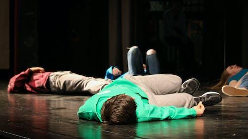 Бесплатное стоковое фото с живое исполнение, молодежь, театр