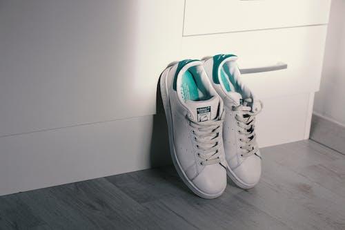 Imagine de stoc gratuită din Adidas, încălțăminte, pantofi, parchet