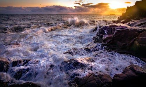 Δωρεάν στοκ φωτογραφιών με rock, ακτή απότομων βράχων, ακτή βράχου, ακτή σε γκρεμό