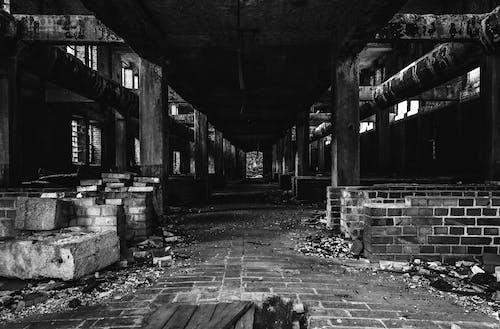 廢棄的建築, 灰色混凝土, 瓦砾, 砖建筑 的 免费素材照片
