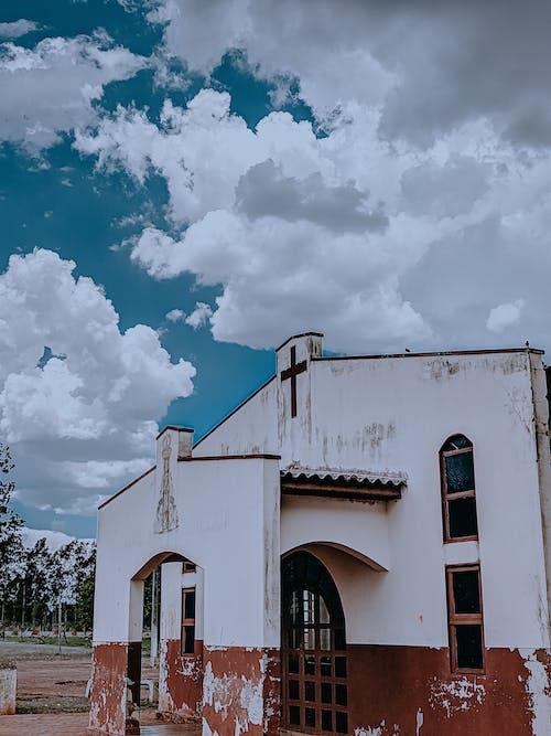 Gratis stockfoto met geloof, kerk, wolken
