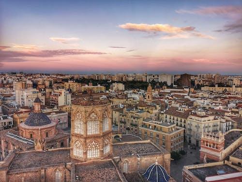 Fotos de stock gratuitas de cielo de la tarde, ciudad, edificios